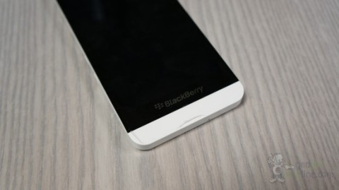 http://s.4pda.ru/wp-content/uploads/2013/01/blackberry-z10-white-3-480x269.jpg